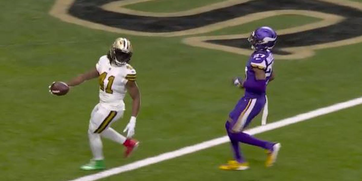 Alvin Kamara fined $5,000 for red and green cleats in Vikings game