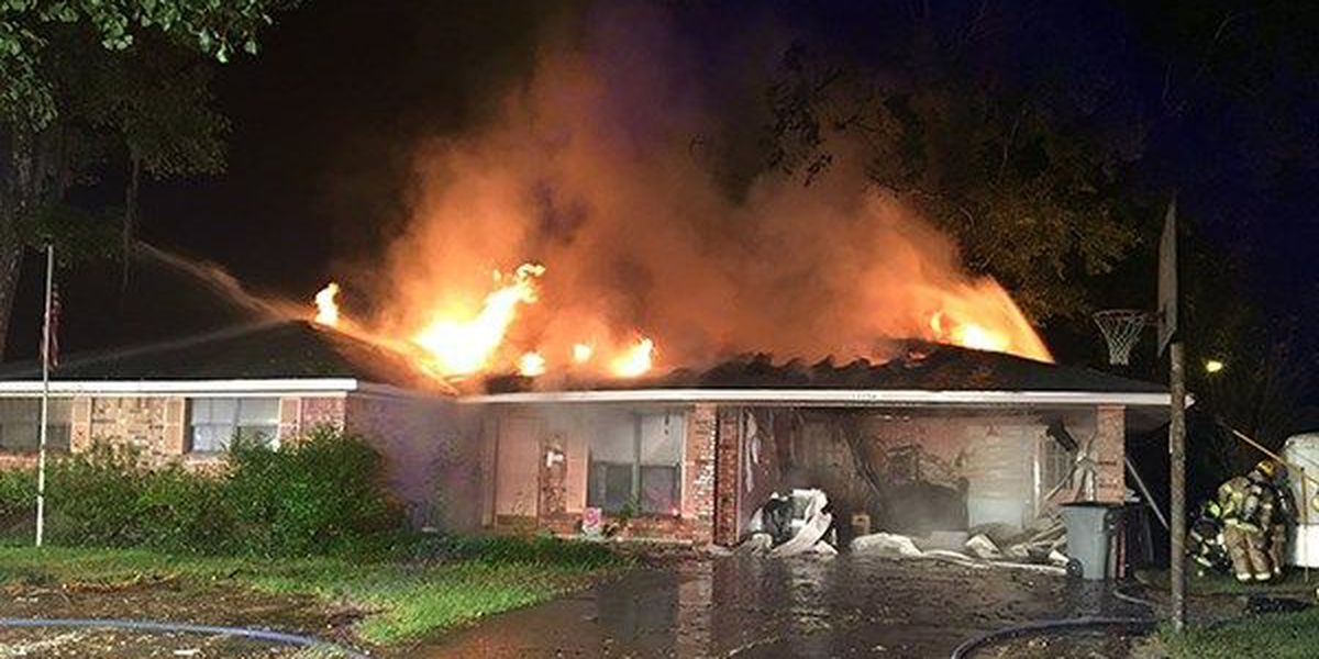 2 departments respond to early morning house fire in Baton Rouge