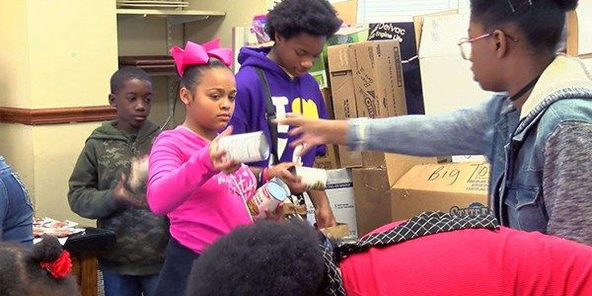 Baton Rouge families receive HOPE in the form of Thanksgiving dinner