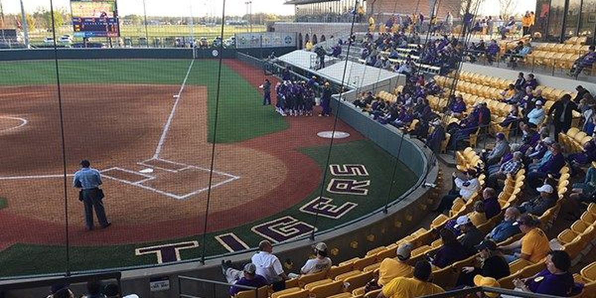 LSU softball sweeps the first day of play in the LSU Invitational