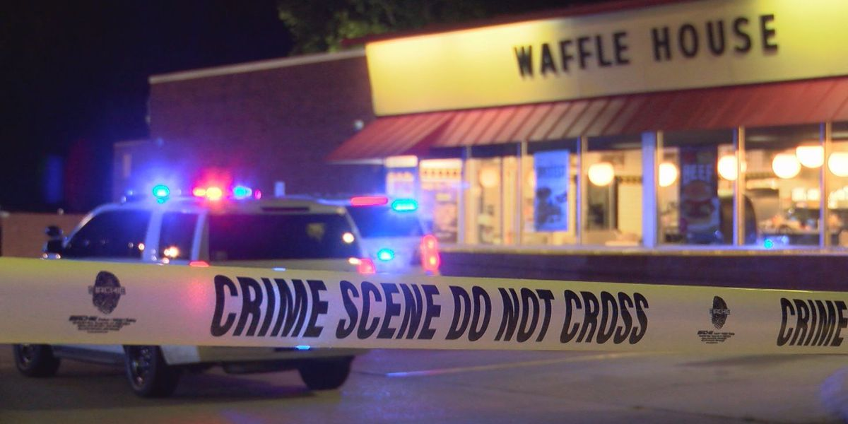Man found shot in Waffle House parking lot