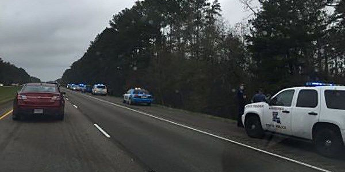 Troopers detain 3 women, 1 man after chase along I-12 near Livingston