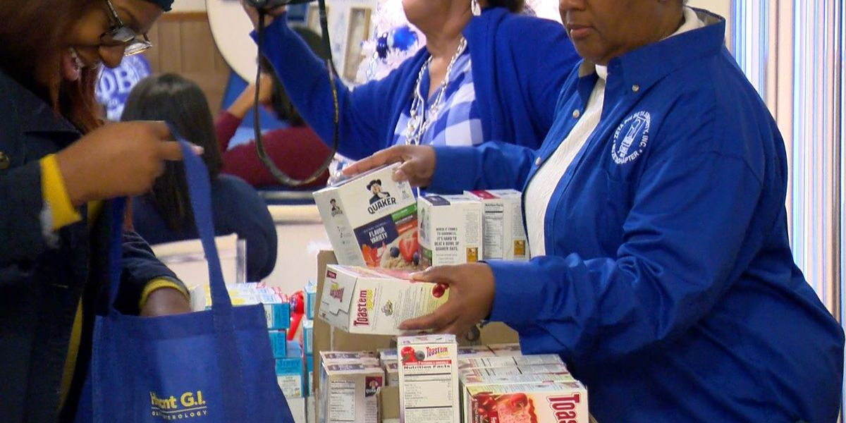 Organization uses mobile pantry to give food to those who need it the most