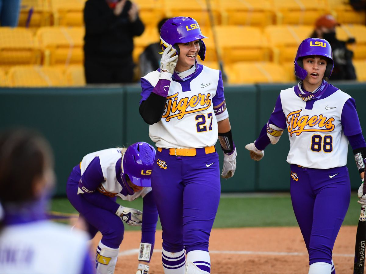 Tigers offense explodes in second game of doubleheader, LSU take series over No. 7 Texas