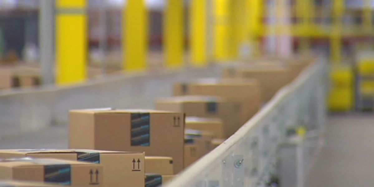 Amazon error exposes customers' names, emails