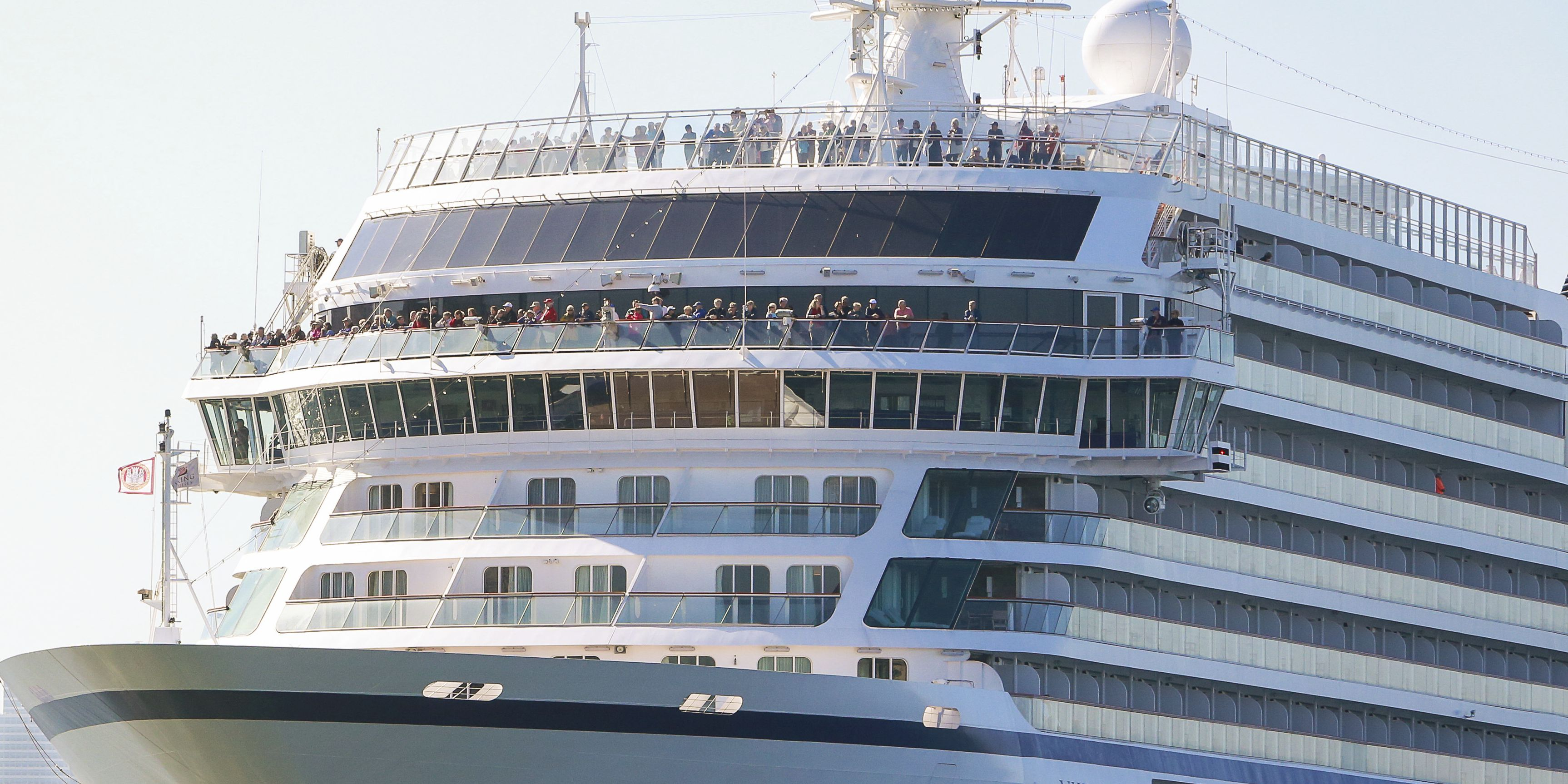 Wild helicopter rescues for 1,300 cruise ship passengers in Norway