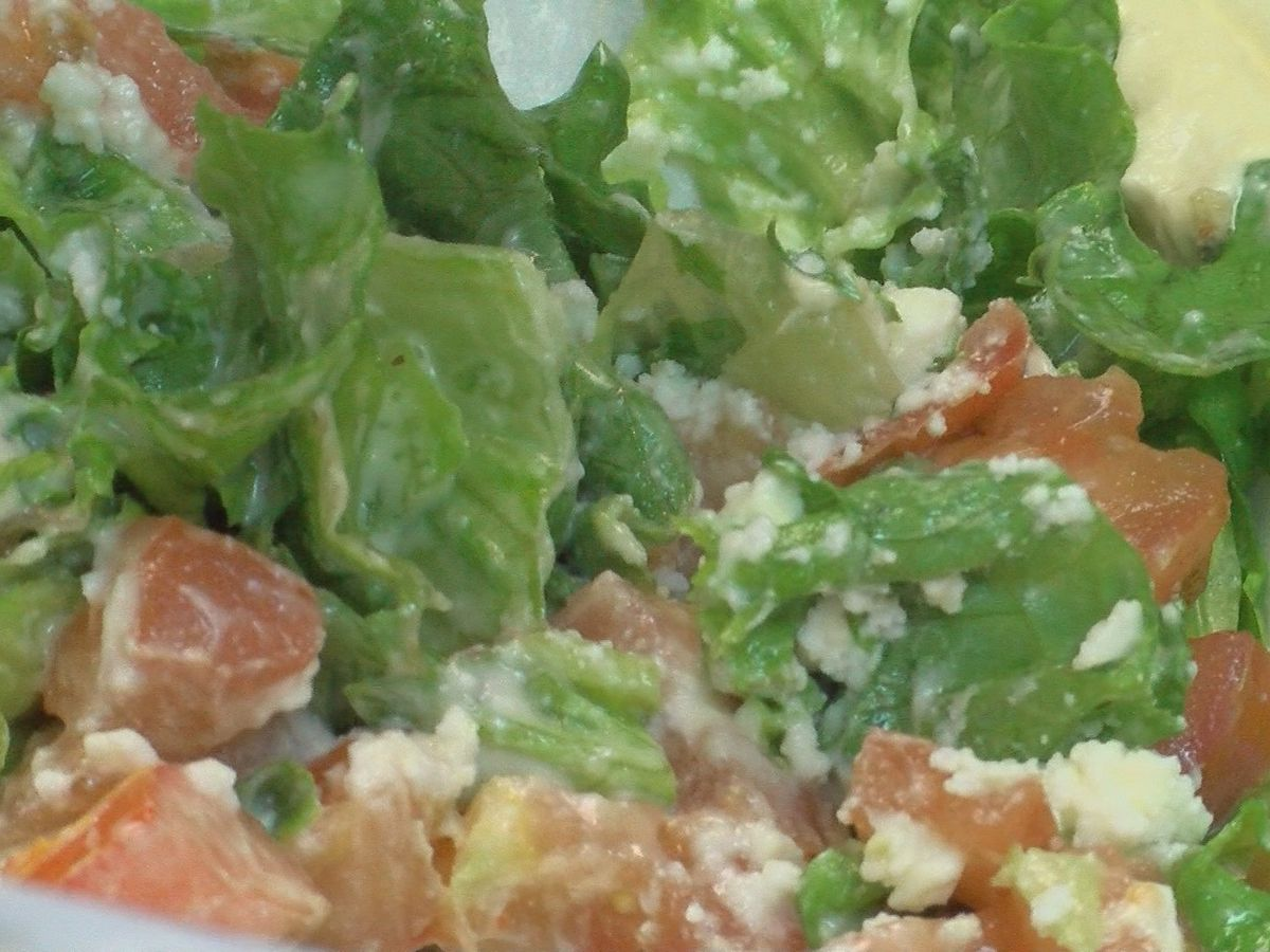 Experts weigh in amid CDC warning over romaine lettuce