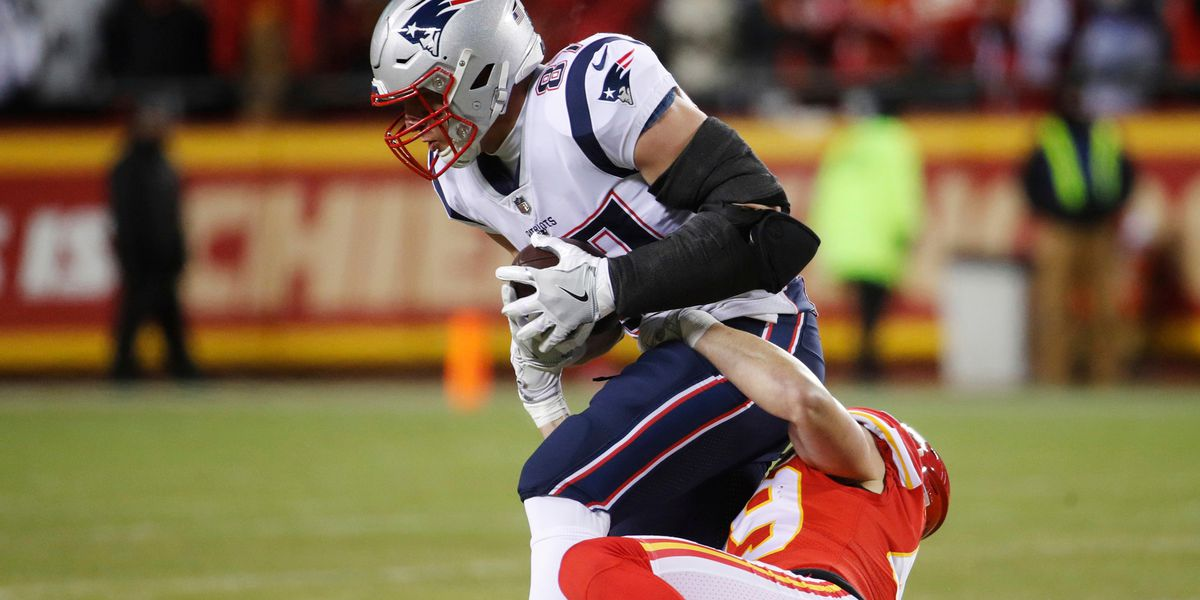 Patriots lead Chiefs 14-0 after first half
