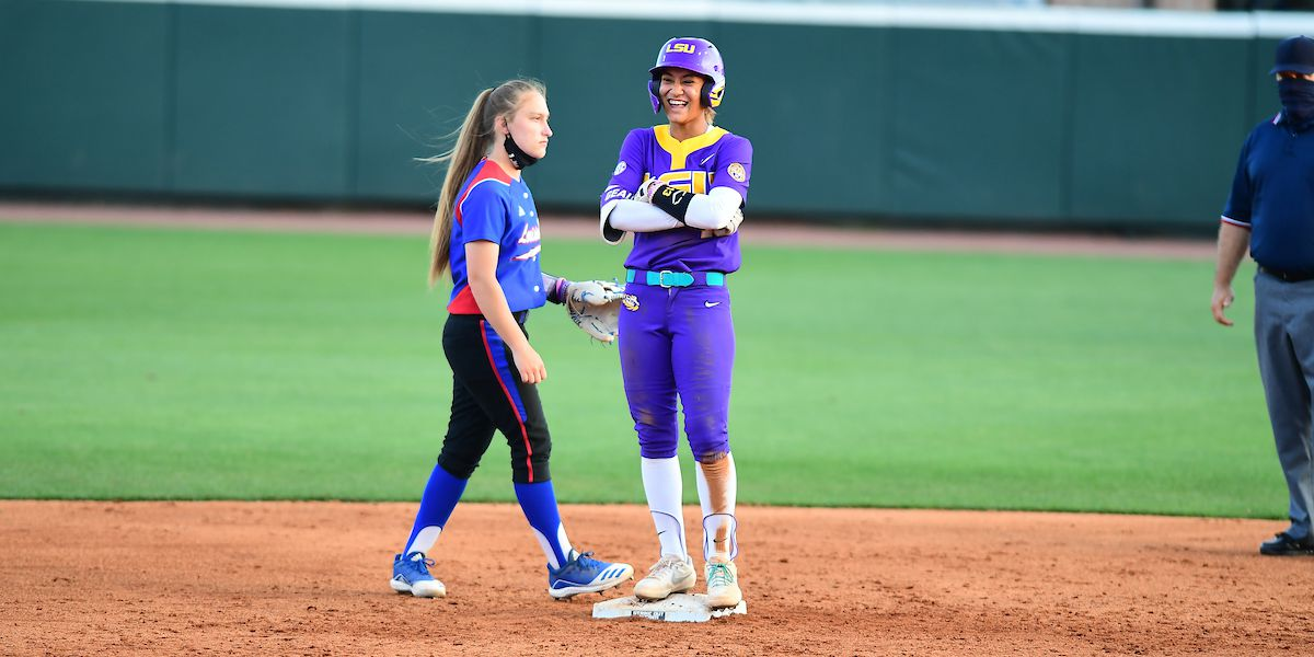 No. 15 LSU rallies in the 6th inning to beat La. Tech, 6-4
