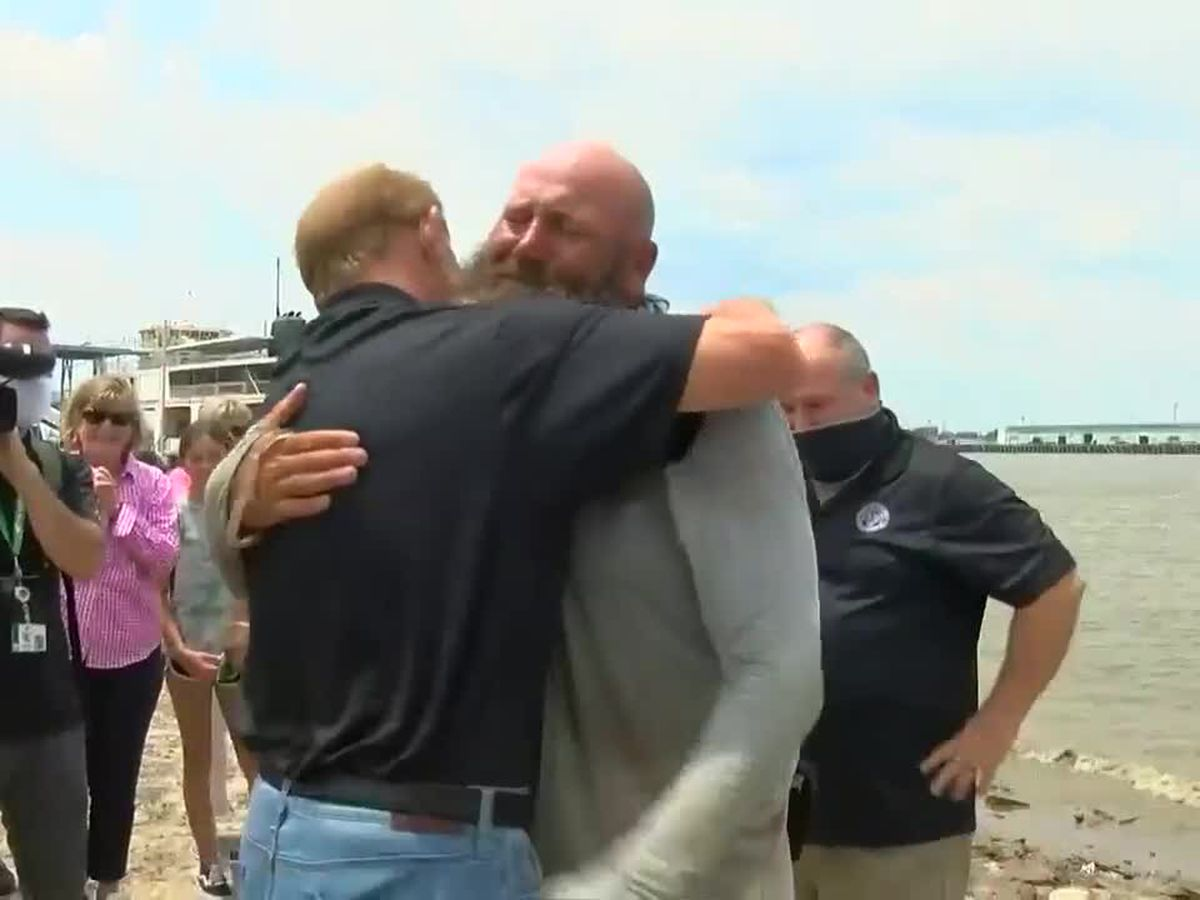 Gretna man arrives home to fanfare after 2,500 mile canoe trip down Mississippi River