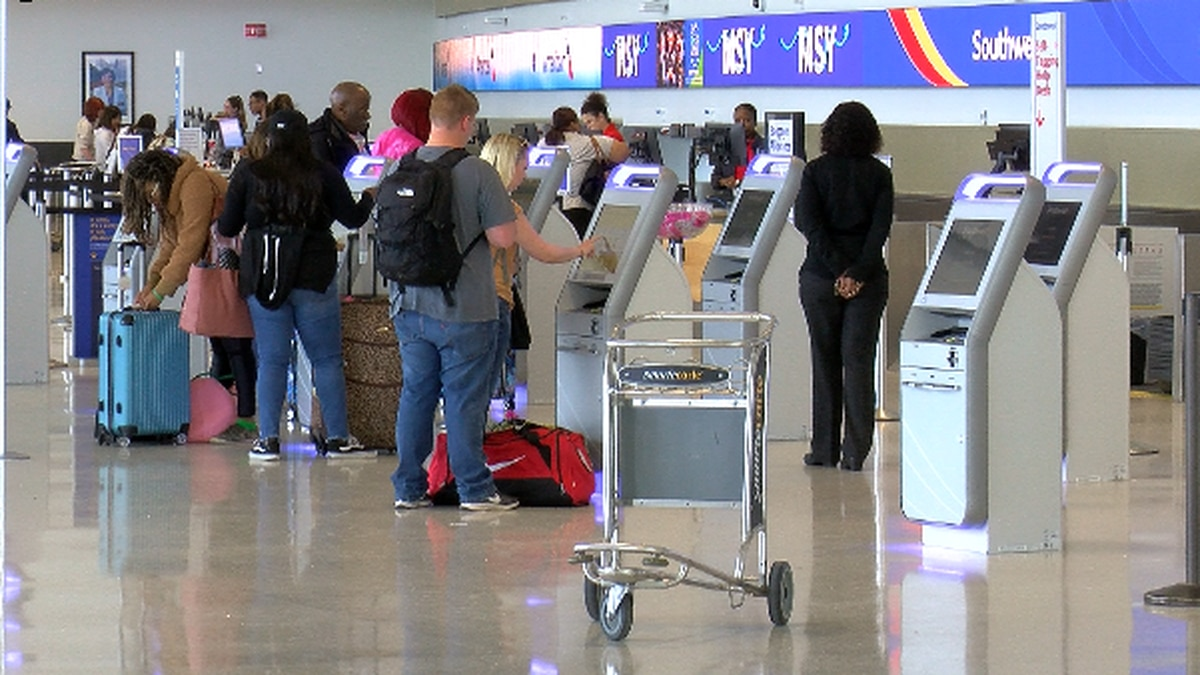 As people travel home for Thanksgiving, experts warn a negative COVID-19 test doesn't mean you are immediately in the clear