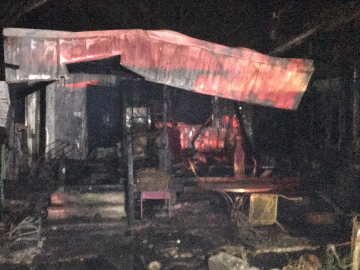 Mobile home fire leaves 2 children dead; 3 other people injured