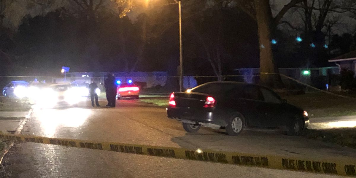 Man reportedly found shot in vehicle on Crestwood Street