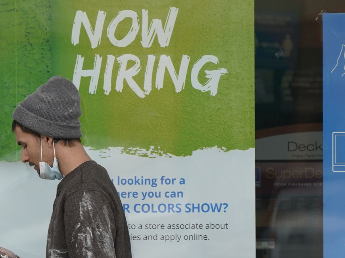 US jobless claims fall to 547,000, another pandemic low