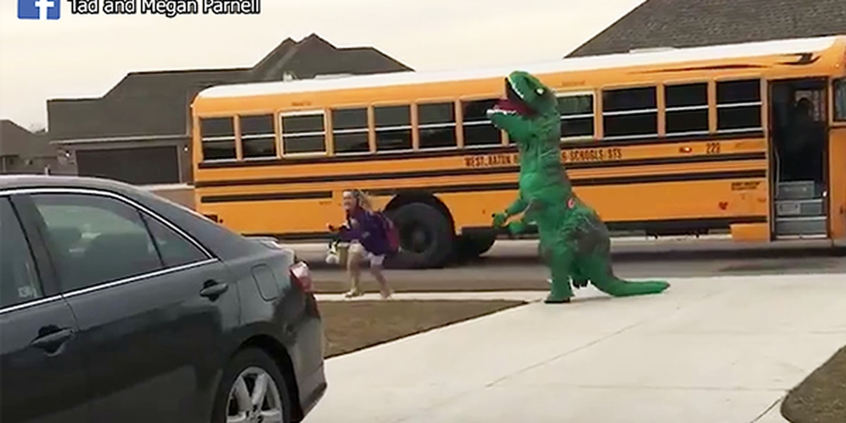 VIDEO: Hilarious father wearing dinosaur suit greets daughter at school bus stop