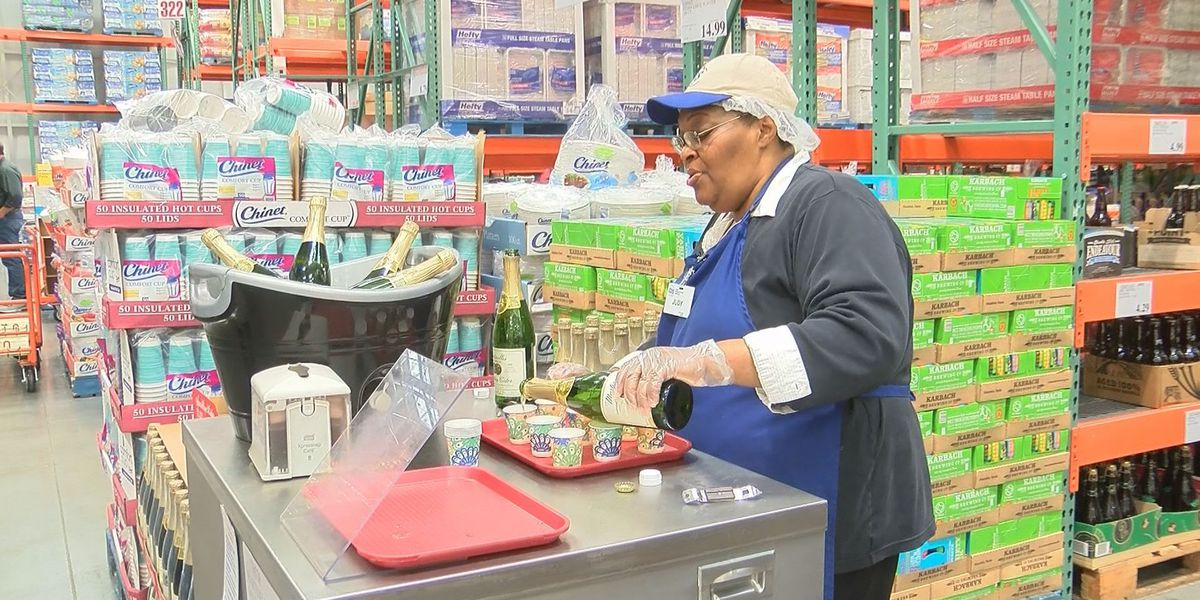 Customers awed by employee's singing