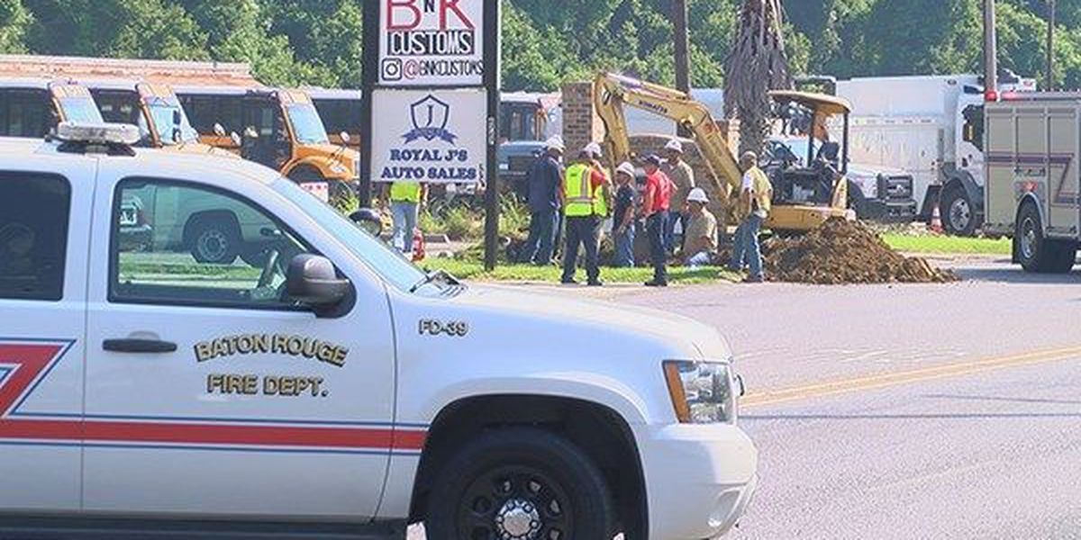 Crews fix natural gas leak that shut down Greenwell Springs Road