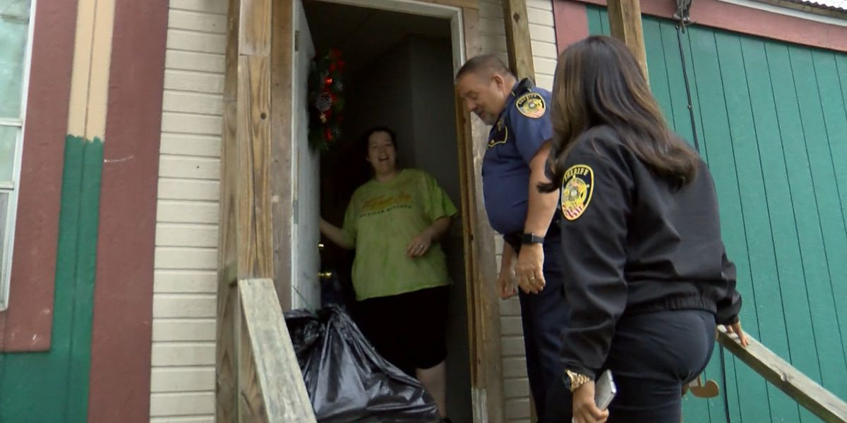 LPSO deputies deliver gifts to families in need