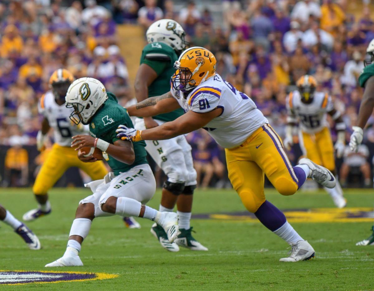 LSU DL Breiden Fehoko opts to stay with Tigers for senior ...
