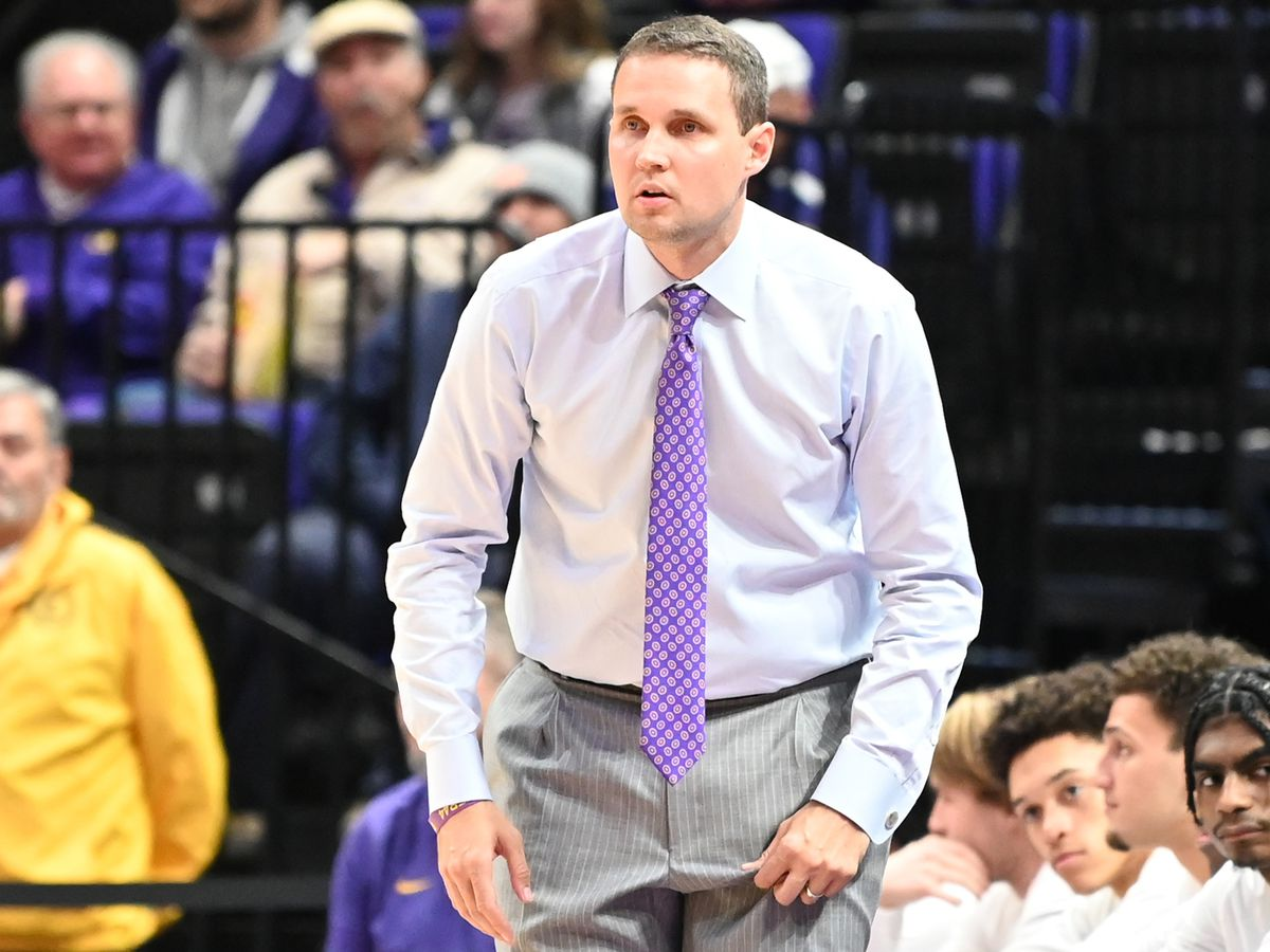 LSU basketball moves down in new AP Poll, despite win over Bowling Green