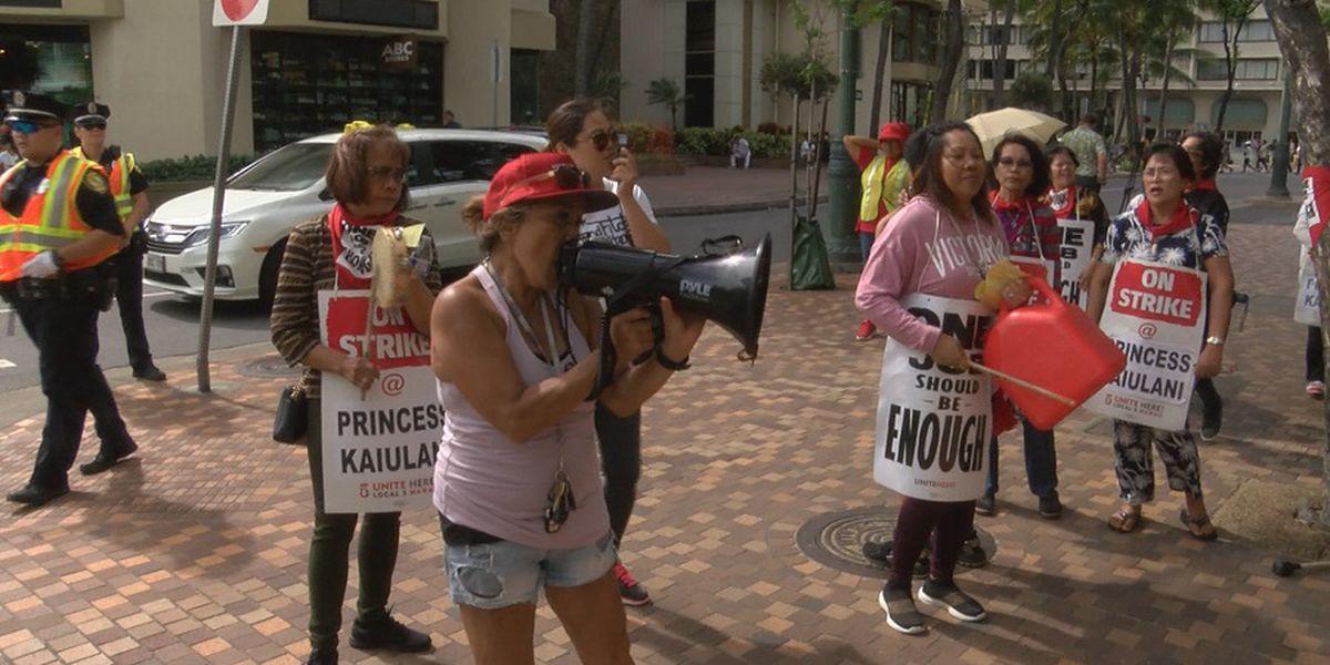 Honeymooners sue over Hawaii hotel workers strike