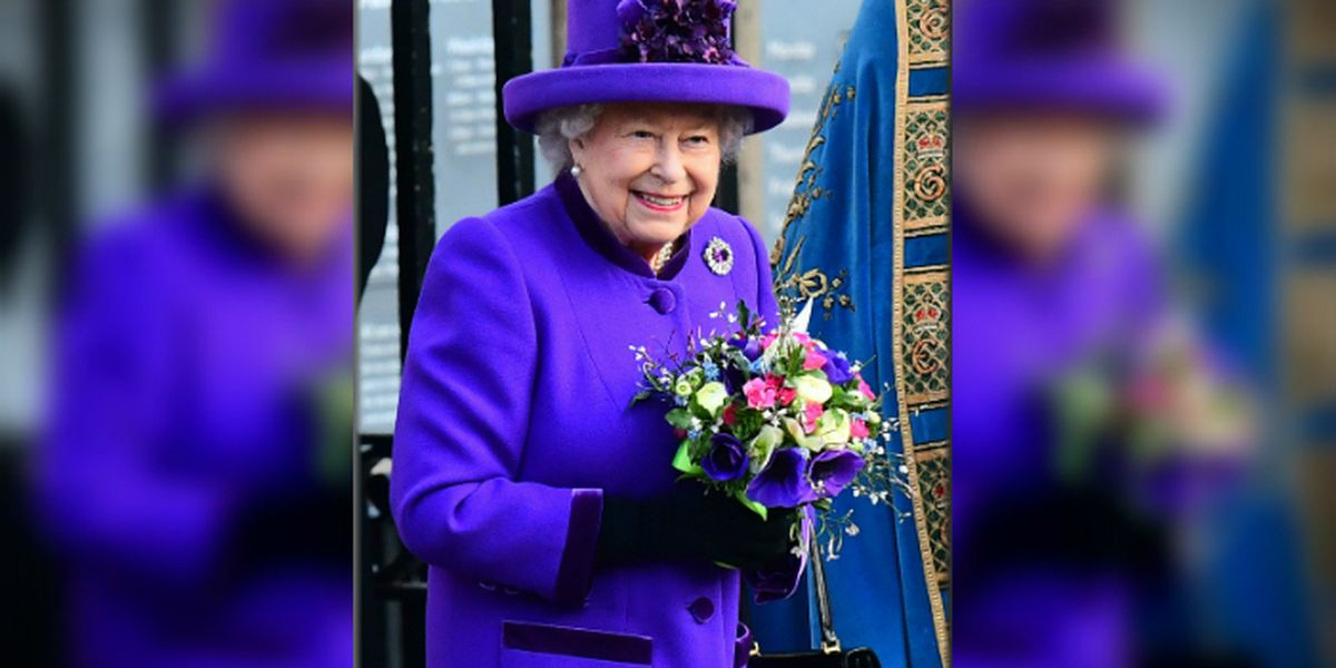 Facebook, Tweet and Insta for royalty: The queen is hiring a social media manager
