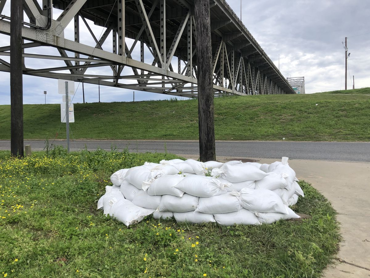 Sand boil pops up as Mississippi River levels remain extremely high