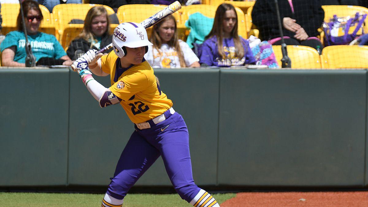 No. 9 LSU softball avoids sweep by No. 19 Arkansas off HR by Amanda Doyle