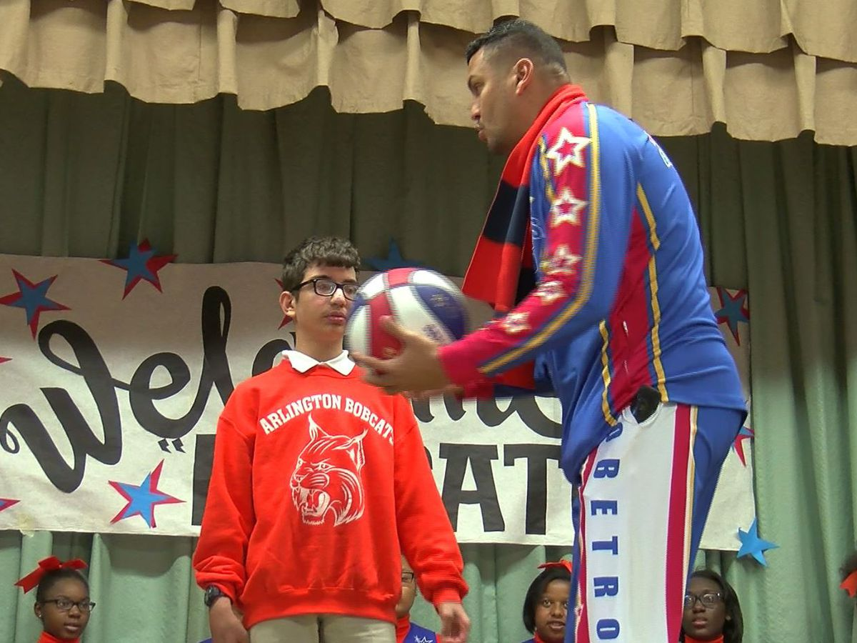 Harlem Globetrotter visits Baton Rouge school for students with special needs