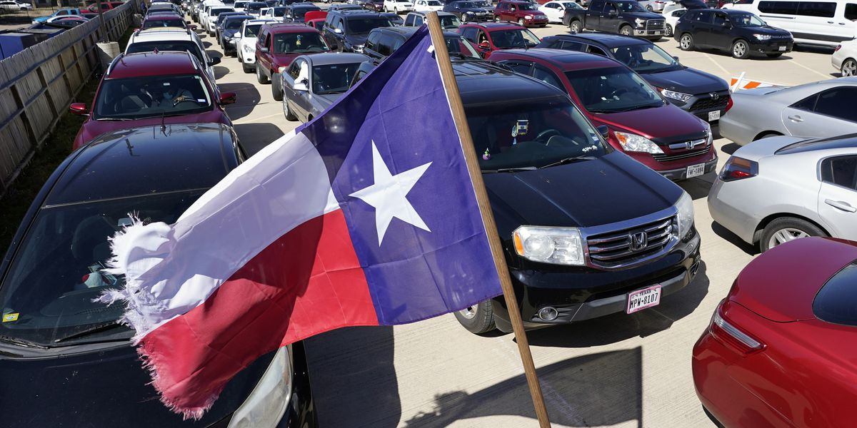 Top board leaders resign after deadly Texas power outages
