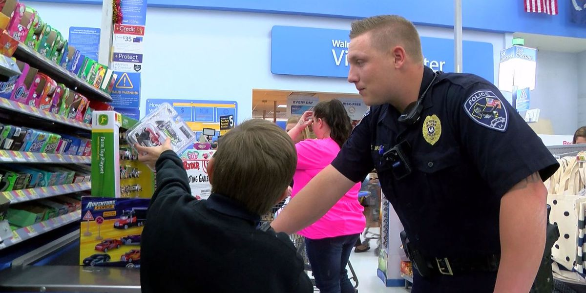 12 kids in Walker participate in shopping spree with Walker Police Dept.